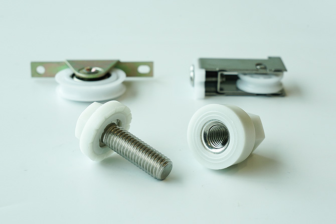 プラスチックと金属との複合製品を一括でまとめて製作可能です。