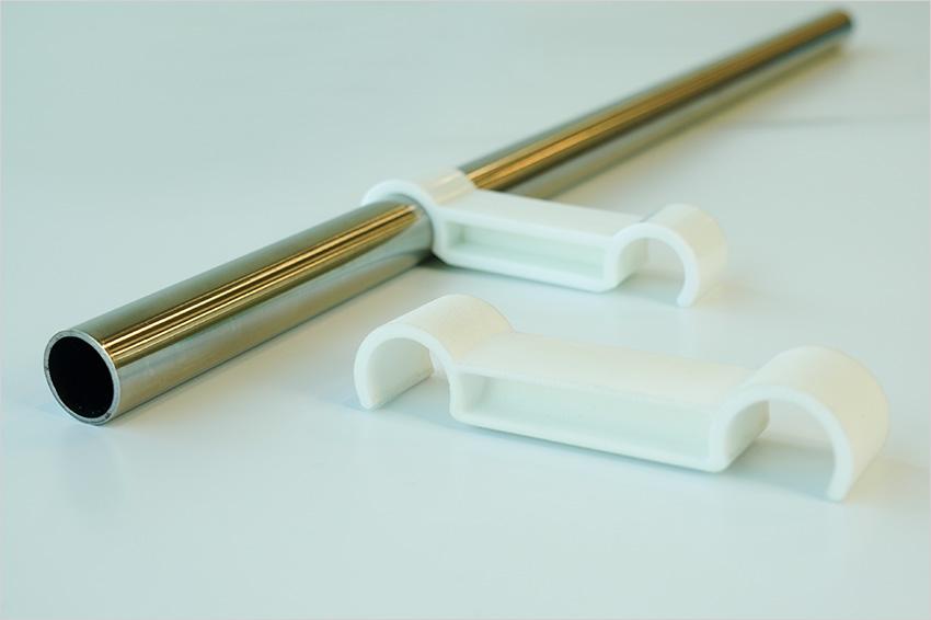 金属パイプに取り付ける樹脂製品の材料選定事例